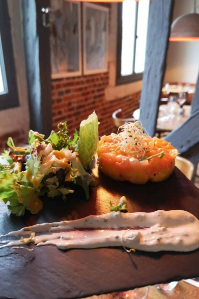 Salmon and mango tartare duo suggested starter in restaurant in the city center of Le Mans